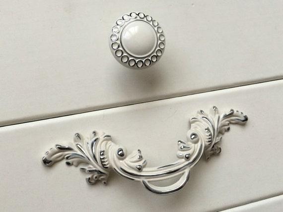 2 5 shabby chic dresser knobs pulls drawer pull handles. Black Bedroom Furniture Sets. Home Design Ideas