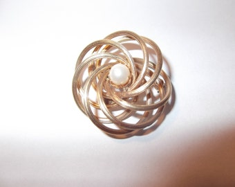 Vintage 12k Gold Filled Flower Brooch, Wire Shape with Pearl