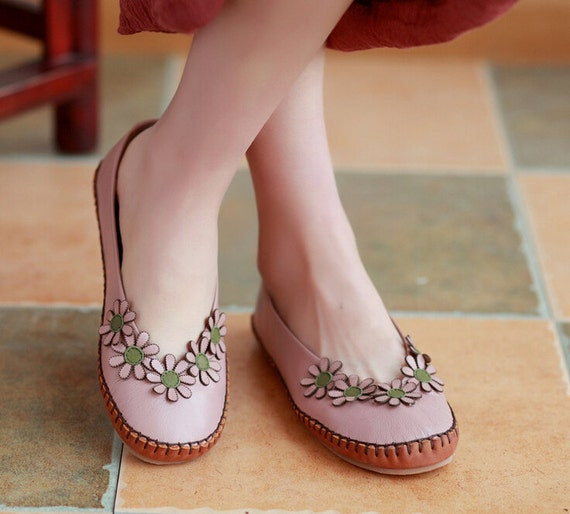 chaussures en cuir fait la main avec des fleurs des. Black Bedroom Furniture Sets. Home Design Ideas