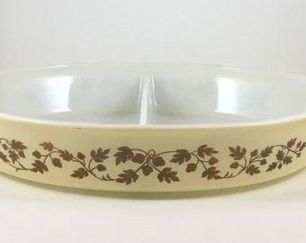 1 1/2 Quart Divided Gold Leaf Acorn Pyrex Dish Retro Vintage Baking Cooking Casserole Dish