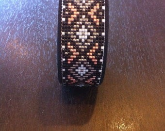 Beaded bracelet with leather band