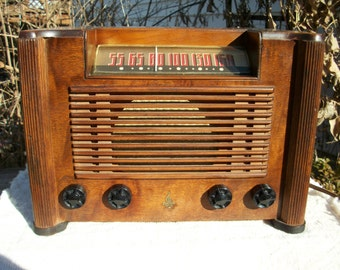 Vintage 1941 Emerson Model 7WB-179-15, Tabletop Tube Radio Restored and in Working Condition--iPOD/iPhone/MP3/ Bluetooth Ready