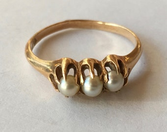 Antique 14K Yellow Gold Three Buttercup Mounted Pearl Ladies Ring with Eaton's Retailers Stamp