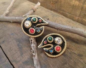 vintage gold tone painting pallet multi-color rhinestone clip earrings