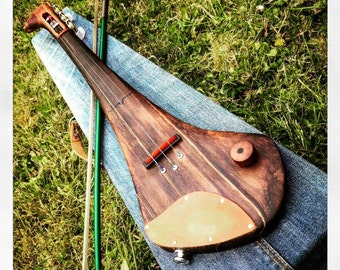 Electric violin. Hurleyvarius by DaShtick guitars. 3 string Celtic fiddle.