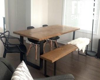 Table de cuisine en bois massif avec base en fer forg for Table de cuisine en fer forge