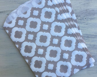 12 Taupe Contemporary Arabesque Paper Party Bags