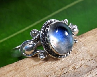 Rainbow Moonstone, Rainbow Moonstone Ring, Rainbow Ring, Natural Rainbow, Moonstone Ring, Designer Ring, Black Friday Sale, Engagement Ring