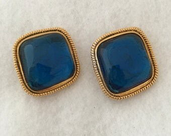 Striking KJL Kenneth J Lane for Avon Haute Couture Blue Lucite / Celluloid Golden Torsade Outlines Central Stone Signed Clip On Earrings