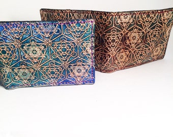 Mens Stamped Geometric Pyramid Grid Leather Wallet