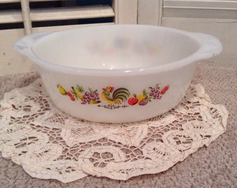 Anchor Hocking Fire King ROOSTER CHANTICLEER 1 Qt Casserole Dish - 446 USA - Circa 1965