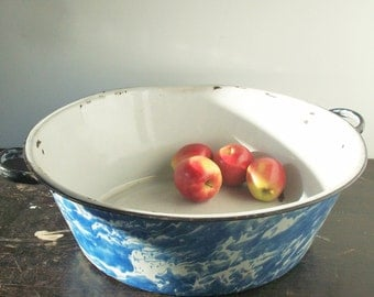 Vintage Enamelware / Large Round Tub / Lightweight / Charming useful antique / Blue and White