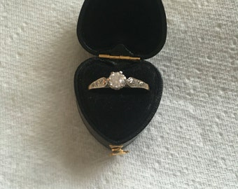Beautiful 9ct gold engagement ring with diamond shoulders - vintage yet contemporary