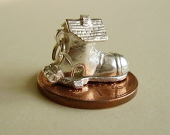 Sterling Silver Opening Old Lady In The Shoe Charm