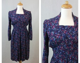70s 80s vintage violet floral print dress. KARIN STEVENS. Long sleeves dress. Size S.