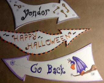 Wonderland Halloween Arrow Decor