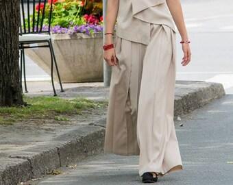 Pleated beige samurai pants