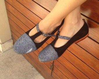 flat leather shoes / handmade women flats in black leather / Model Marbella Blue