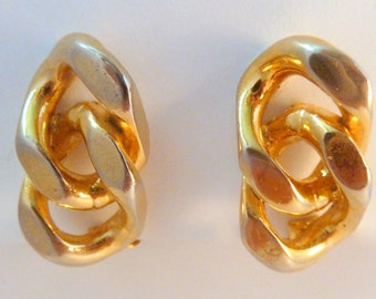 Vintage Chunky Curb Chain Gold Tone Clip On Earrings.