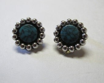 Vintage Round Turquoise and Silver Tone Clip on Earrings / Costume Jewelry / Estate Jewelry / Inexpensive Turquoise / Faux Turquoise