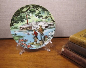 Avon - Small Decorative Plate - American Portraits Plate Collection - The South - Don W. Sheffler - 1985