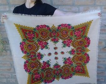 Sale!Damaged shawl!Free shipping! Vintage woollen traditional shawl.Bridal shawl