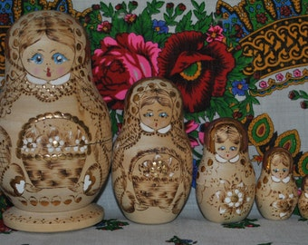 Stunning Russian Matryoshka Nesting Dolls, Set of 5!!!