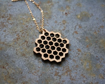 Wooden honeycomb, wood long necklace, collar pendant, alveolus, alveolate, woman, nature, natural futuristic, modern and geometric style