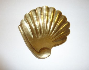 Vintage Brass Shell Bowl Dish with Feet Footed Bowl Sea Shell Decor Mid Century Trinket Dish Key Change Holder Candy Dish