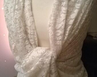 Great color lace shawl cream