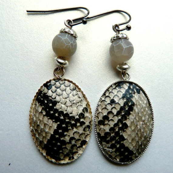 Grey Colour Earrings: Dangle Snake Skin Earrings Light Beige And Grey By