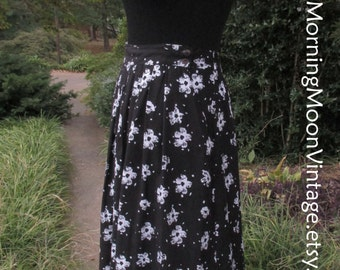 Vintage MIDI SKIRT, 90s BOHO, Black & White, High-Waist, pleated long flowing, Hippie festival Gypsy grunge, retro flower print rayon skirt