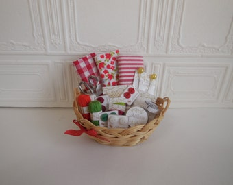 1:12 DOLLHOUSE Sewing basket.