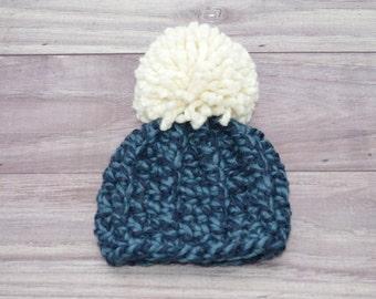 Crochet Newborn Hat with Chunky Pom Pom. Newborn 0-3 months.