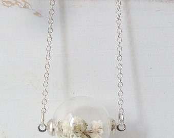 Long silver necklace with glass sphere and flowers