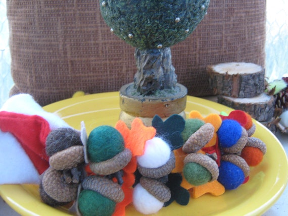2 Felt acorn caps napkin rings, Christmas napkins, custom napkin rings decor, Christmas dinner, Christmas ornaments, winter napkin rings
