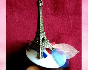 A hat Dreams about Paris