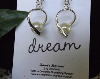 Small Spiral Pearl Earrings