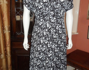 Plus Size Floral Monochrome Dress Size 22/24