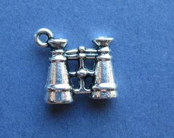 10 Binocular Charms - Binocular Pendants - Binoculars - Antique Silver - 15mm x 16mm  -- (No.1-10282)