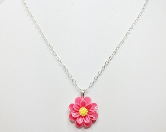 Pink Flower Necklace Resin Daisy Pendant Bridesmaid Necklace Mother of the Bride Gift Cute Pink Daisy Bridal Gift Flower Girl Gift