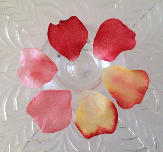 Cake Decorating With Edible Paper : Edible Cake Decorations Wafer Paper Rose Petals for Cakes