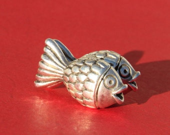 4/8 MADE IN EUROPE zamak fish clasp, fish magnetic clasp, 3mm round cord clasp (XM6079AS)Qty1
