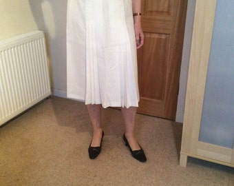 Pleated white linen-look skirt