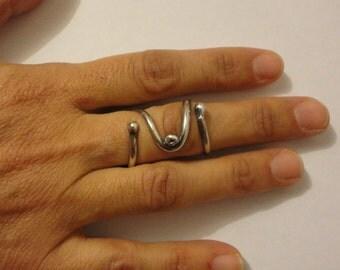 Boutonniere silver ring splint