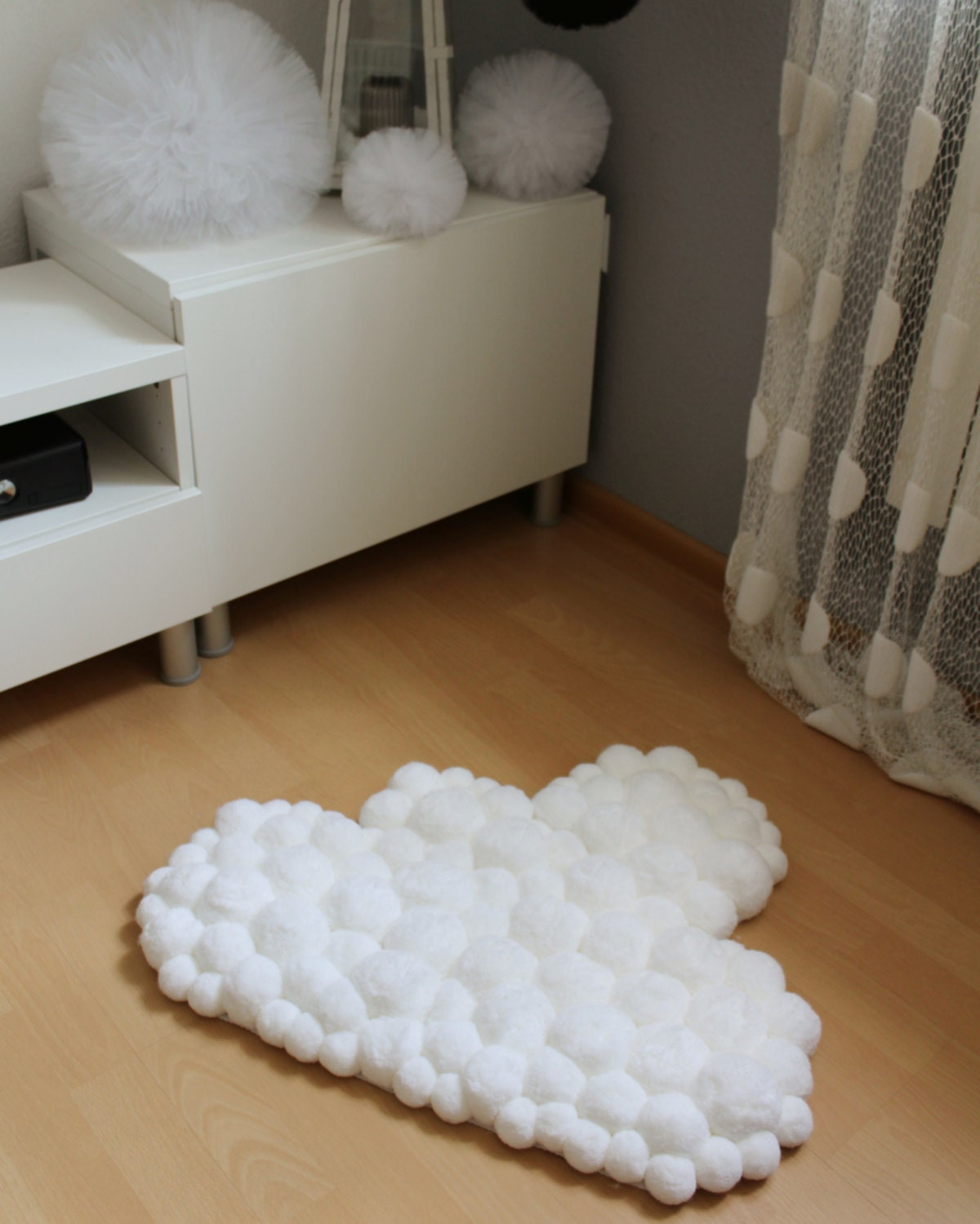 Cloud rug pom pom rug pompom rug nursery rug baby rug for Ideas para decorar una recamara