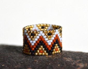 Seed bead ring, peyote ring, beaded ring, band ring, boho style, hippie ring, geometric ring, handmade ring, everyday ring, white and gold