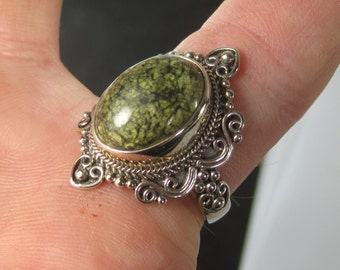 Beautiful Sterling Silver Green Speckled Gemstone Ring Size 10