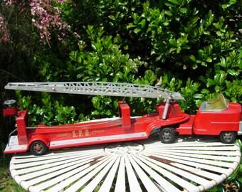 Vintage Hook and Ladder Fire Engine Structo Pressed Steel Fire Engine 1950's