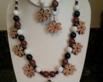 Fun wood flower necklace and earrings
